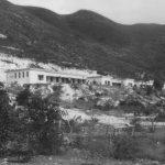 七十年代的東灣學校背山面海,是洗滌心靈的好地方。